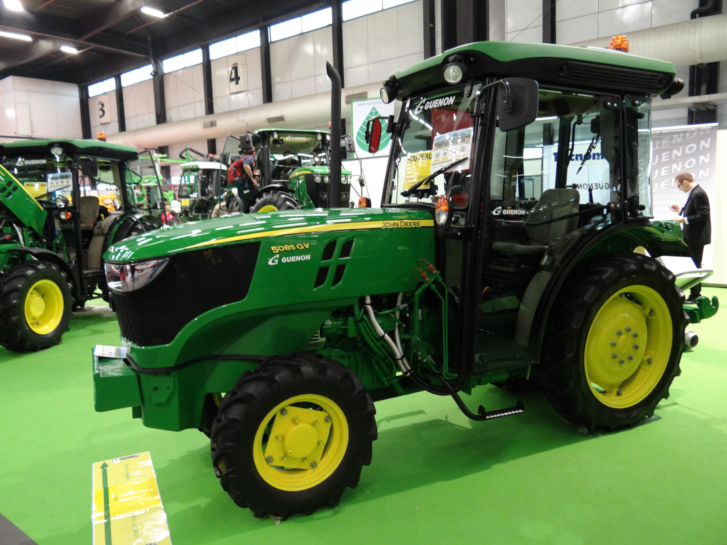 un tracteur pour vignes troites chez john deere mon viti. Black Bedroom Furniture Sets. Home Design Ideas
