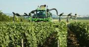 Le chantier de la pulvérisation est le plus consommateur en carburant sur une exploitation viticole. Un poste variable également en fonction du type d'appareil utilisé. Les pulvérisateurs pneumatiques avec descente dans le rang ont la consommation la plus élevée.