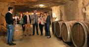 Faut-il faire payer les dégustations de vin au domaine? Les experts donnent leur avis.