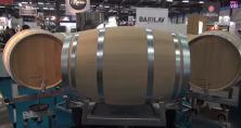 Barilav, le laveur de barriques rotatif mis au point par la société Lamouroux stérilise l'intérieur des barriques. Sa promesse: une barrique propre toutes les 4 minutes!
