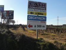 L'urbanisation et les surfaces commerciales grignotent les vignes à proximité de Montpellier (S.Favre/pixel Image)