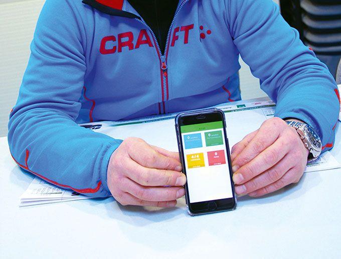 Le viticulteur a accès à la plateforme Keyfield depuis son Smartphone sur lequel il reçoit également les alertes. Photos : M. Lecourtier/Pixel Image