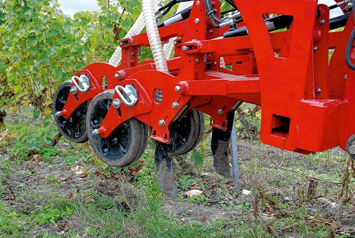 «Un semoir de semis direct est très facilement mutualisable, il peut être employé sur 200 à 300ha par an. », indique Christophe Gaviglio de l'IFV Occitanie. © O.leveque/Pixel6TM