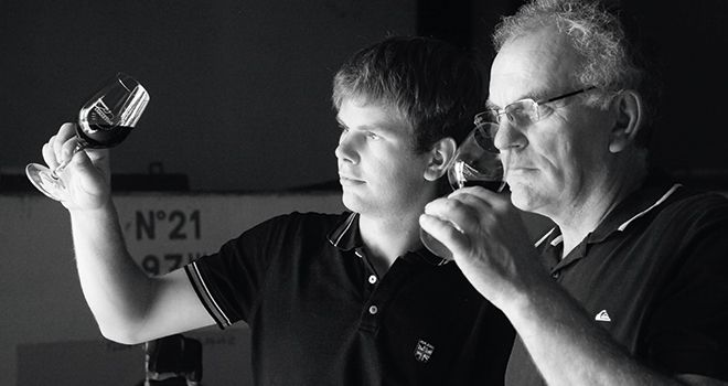 «Avec ce classement, nous avons provoqué la demande», constatent Alain Gayraud et son fils Benjamin. Photo : Château Lamartine