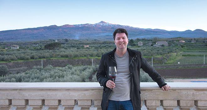 Alder Yarrow, le blogger américain derrière vinography.com, est basé en Californie. Il est aussi l'auteur du livre «The Essence of Wine», qui met en valeur les arômes du vin grâce à de magnifiques photos. DR