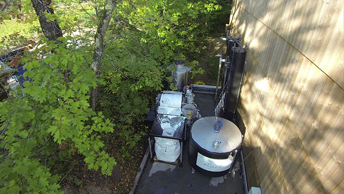 Alors que les activités vitivinicoles sont source de CO2, le Valercab est un véritable puits de carbone qui capte les émanations de CO2 dans l'ambiance du chai. Photo : Alcion environnement