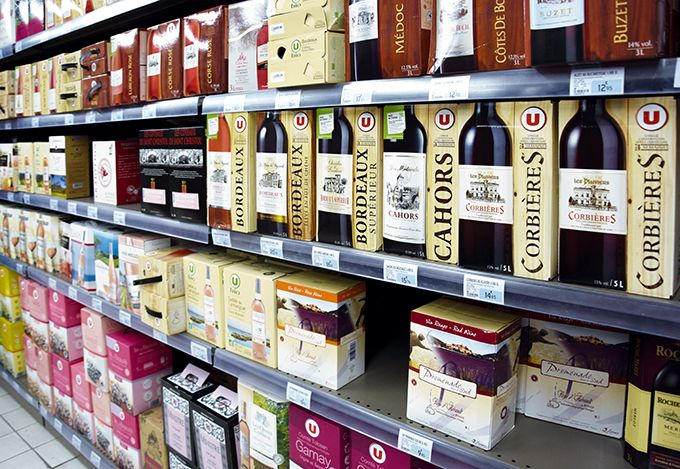 Si le vin en caisse-outre continue de progresser en grande distribution française, la croissance s'est ralentie à 2% cette année. Photo : S. Favre/Pixel Image