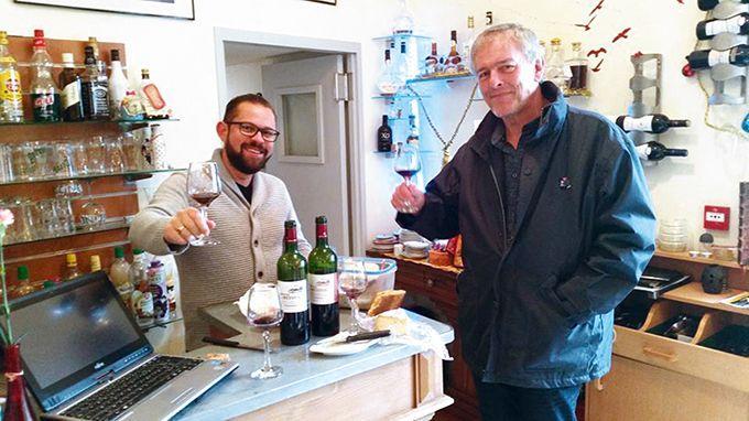 """«Le mot d'ordre est """"authenticité"""". Quand l'agent Winetailors parle du vin d'un domaine, le restaurateur doit avoir l'impression d'avoir le vigneron en face de lui», explique Alexandre Chevrollier, fondateur de Winetailors. Photos: Winetailors"""