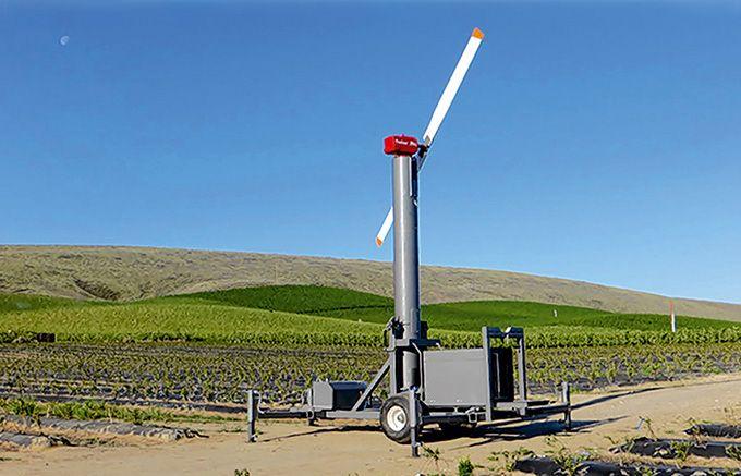 Pour lutter contre le gel dans les vignes,  la société Filextra basée à Cheverny  distribue les tours antigel Orchard-Rite.