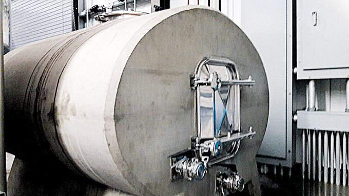 La cuve elliptique en béton permet une micro-oxygénation du vin, grâce à une circulation naturelle qui évite toute manipulation extérieure.