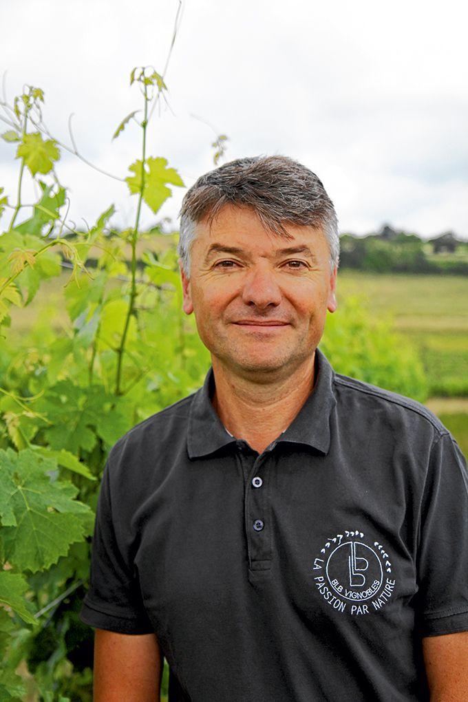 «Mon objectif serait d'avoir un enherbement total, avec des petits robots tondeurs pour entretenir les vignes», résume Bruno Le Breton.