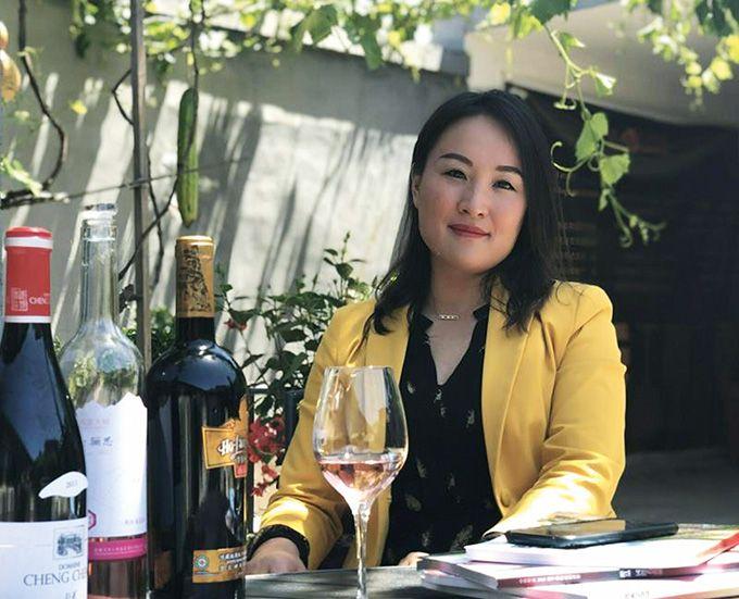 Xiaoyan Liao est la fondatrice de Clovitis, entreprise  de conseil vitivinicole.