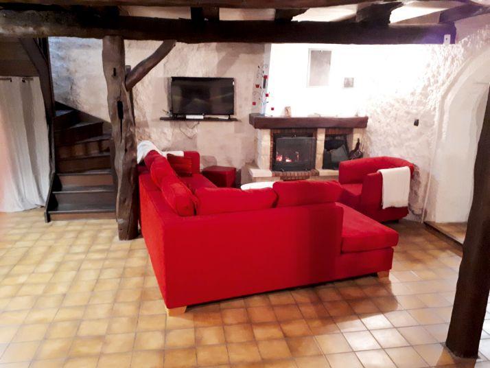 Les exploitants ont misé sur la qualité du mobilier, tout en préservant le cachet ancien de la maison en pierre. Photos: Domaine Trichon sauf mention.