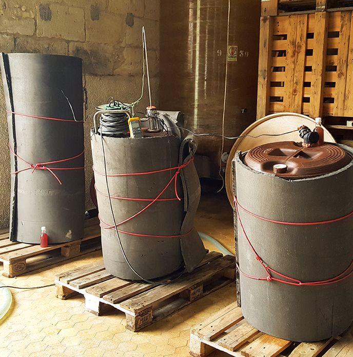 Les trois pieds de cuve sont maintenus à 25°C pour favoriser la croissance des populations de Saccharomyces. Château Grand Launay