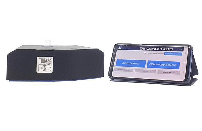 Le photomètre est piloté par un Smartphone en Bluetooth, et grâce à une application gratuite à télécharger.  Photo : Dujardin-Salleron