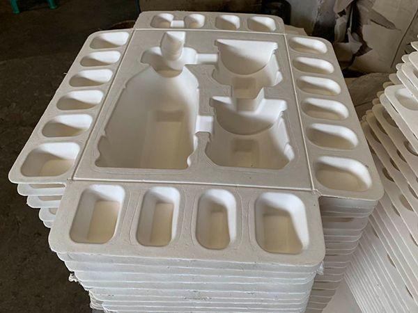 Biodégradable et compostable, fabriquée à partir de pâte vierge ou de carton recyclé, la cellulose moulée est un matériau plébiscité dans l'écoconception en remplacement des matières plastique. Photo : Cellulopack