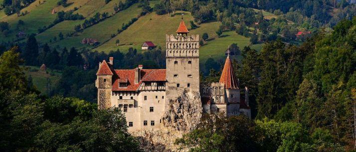 Le plus célèbre vampire est le comte Dracula, originaire des Carpates roumaine, personnage central du roman écrit par Bram Stoker en 1897
