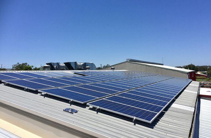 Louer sa toiture pour produire de l'électricité.