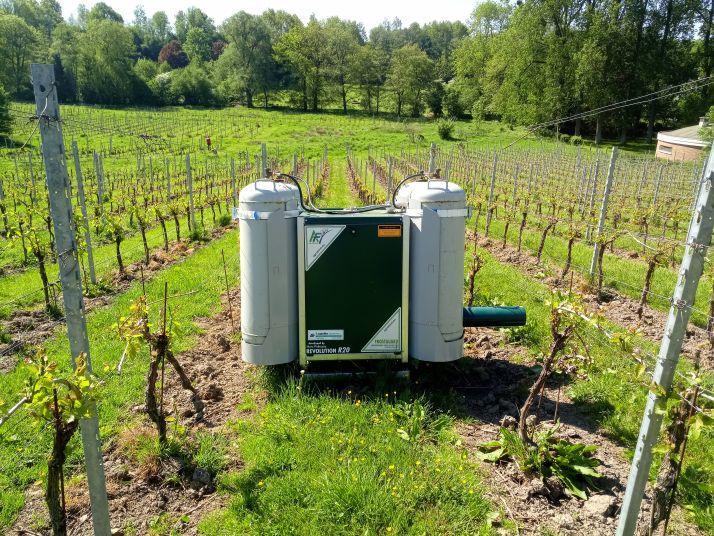 Pour lutter contre le gel, le domaine du chapitre en Belgique a opté pour un équipement Agrosfrost (Domaine du Chapitre)