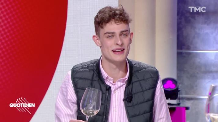 Emile Coddens parle de vins de manière décomplexée sur les réseaux sociaux, et notamment TikTok