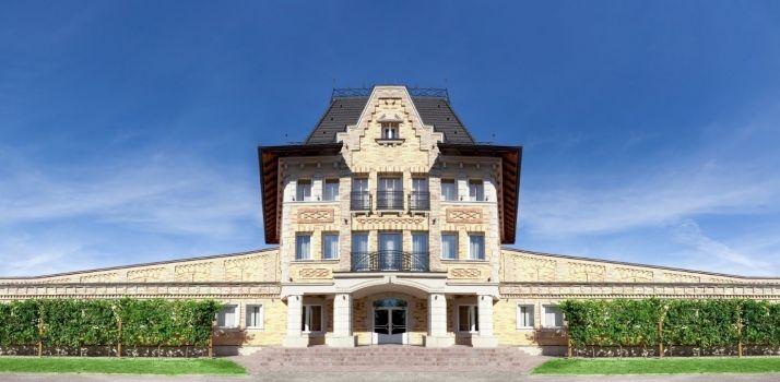 Château Chizay fondé en 1995 par Hugo Gutman en est incontestablement le leader et la locomotive de Zacarpathia