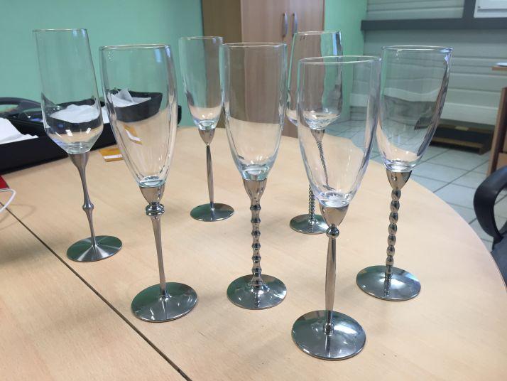 Flûte à champagne avec un pied en inox taillé dans la masse et un buvant en verre. Photos : DR