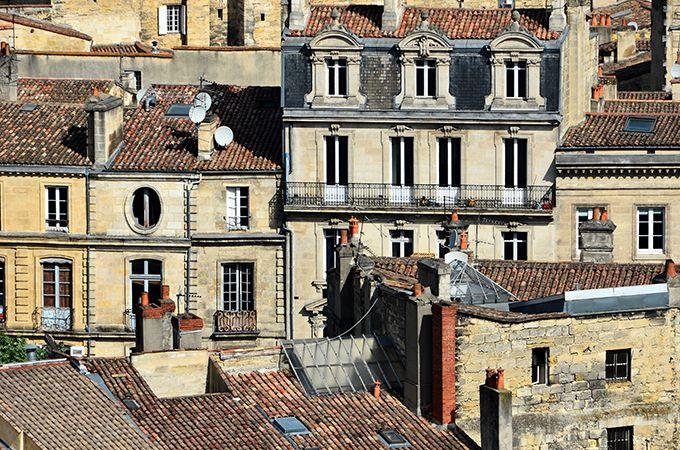 La concurrence urbaine avec les meublés urbains etAirbnb peut être forte. Photo : Boletus.