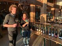 Pierre Dietrich et Émilie Cousin, du domaine Rieffel à Mittelbergheim, accueillaient les professionnels ce jour-là, pour les dégustations.