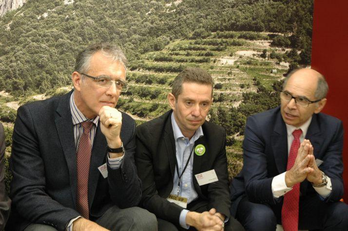 De gauche à droite : Christophe Riou, directeur adjoint de l'IFV, Jérôme Despey, président du conseil spécialisé vins de FranceAgriMer, et Jean-Marie Barillère, président du CNIV, lors du Salon de l'agriculture. Photo : O. Lévêque/Pixel Image