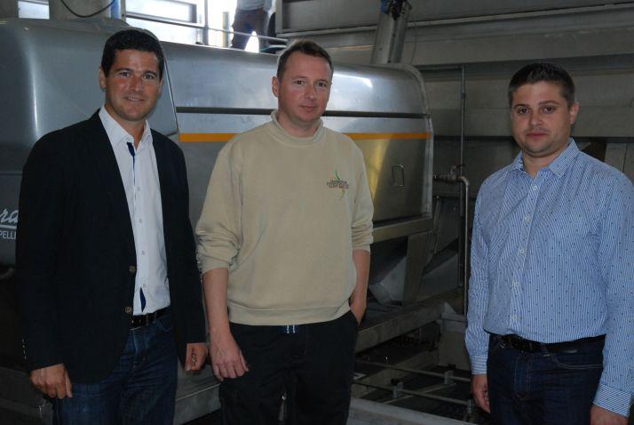 Rémi Niero PDG de Pera –Pellenc, Benjamin Maison directeur de la cave de Puisseguin, et Stéphane Cottenceau, responsable marketing Pera-Pellenc.