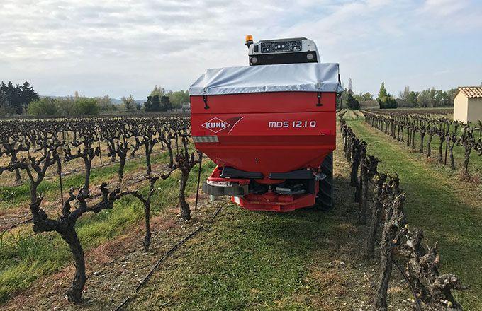 L'épandeur a été choisi pour pouvoir être utilisé dans les grandes cultures et dans  les vignes. Ce qui facilite l'amortissement.  M. Bellier