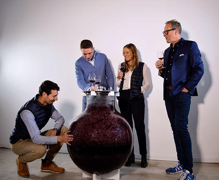 La famille Paetzold propose la première cuve de vinification en verre