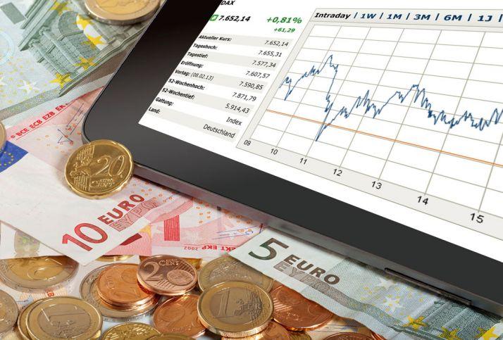 Acheter des actions en Bourse exige de maîtriser les mécanismes de marché et de suivre avec beaucoup d'attention l'évolution des cours boursiers. © thomasklee/fotolia