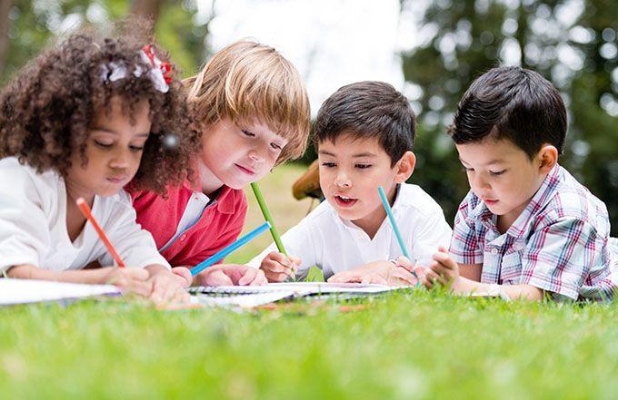 «L'occupation» des enfants est considérée comme un véritable plus dans la prestation œnotouristique par les familles.  N'hésitez donc pas à le mentionner sur vos supports de communication, notamment  le site Internet. Photo : Andres Rodriguez/fotolia