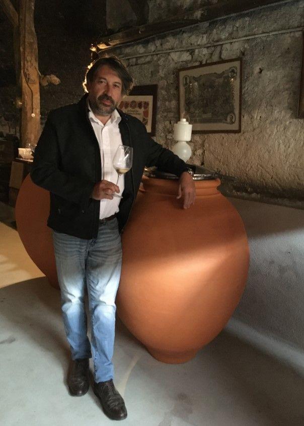 Fabrice Guiberteau dans le chai du domaine Abel Lorton (S.Favre)