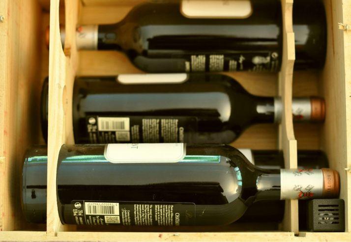 """Le capteur """"La vie du vin"""" permet de contrôler à distance la température, l'hygrométrie, la luminosité, les vibrations ou les chocs entre bouteilles"""