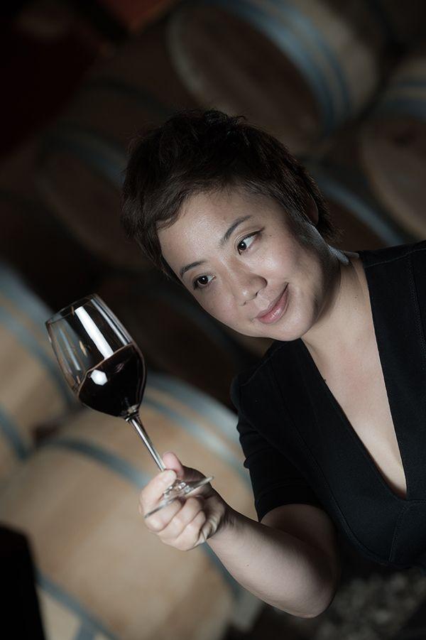 L'Agence Fleurie nous propose de découvrir le portrait de Lina Fan, Chinoise directrice des Vignobles des 4 Vents à Margaux et chef d'entreprise en série.
