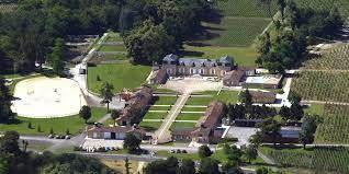 Vue aérienne du château de Rouillac dans l'appellation bordelais Pessac-Léognan (Chateau de Rouillac)