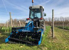 Bonnel a adapté l'écorouleau, destructeur  de couverts en grandes cultures, pour la viticulture. Photo : Bonnel