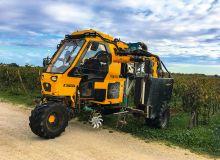 Le tracteur enjambeur 3 roues motrices Caval 3.3 Evo de l'entreprise française GRV permet de travailler dans des vignes semi-larges. Il est doté d'un moteur 4 cylindres et 136 ch.