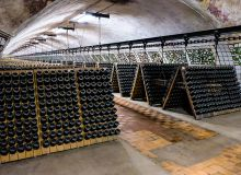 Le fait d'externaliser le stockage demande une bonne organisation du domaine pour assurer la vente au caveau.