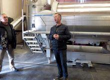 Jean-Yves Blanchard  a choisi de mettre le pressoir  à l'intérieur du bâtiment. Photo : E. Thomas/Pixel image