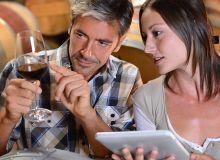 Généralement les vignerons ont tendance à donner beaucoup de «preuves», notamment techniques des atouts de leurs vins, mais oublient souvent d'expliciter l'avantage que le client peut en retirer. Photo : goodluz/fotolia