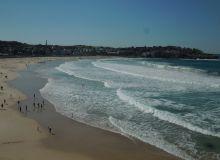 La mythique plage de Bondi à Sydney, passage obligé en Australie pour tous les touristes et œnotouristes.  (Photos Adrien Badet)
