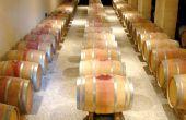 Le coût de revient d'un produit est la somme des coûts des étapes d'élaboration par lesquelles il est passé. En viticulture, cela signifie prendre en compte les ateliers de production du raisin, de vinification et d'élevage, de conditionnement et de commercialisation, etc. La vinification doit par exemple considérer l'étape d'élevage lorsqu'il y en a, car si le vin en question est élevé plusieurs mois en fûts, il faut estimer les charges ou l'amortissement des fûts sur la durée d'élevage. Photo : S. Simonin