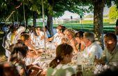 Les Vignes de Nantes participent aux Dîners Secrets à l'occasion du Voyage à Nantes, où des repas préparés par des chefs ont lieu dans des endroits insolites tenus secrets jusqu'au dernier moment. Photos: Christophe Bornet