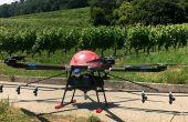 Le drone Fly&Film est équipé de 6rotors. Il peut transporter 20l de bouillie. Son autonomie est de 20-25 minutes.  Photos: Fly&Film