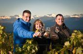 Sylvain, Claudine et Philippe Ravier expédient leurs vins vers le Japon, les USA et l'Europe du Nord. Photo : Alban Pernet