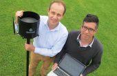 Les deux responsables de Sencrop, Martin Ducroquet et Mickaël Bruniaux, souhaitent démocratiser de façon massive la météo de précision. Photos : DR