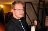«Le prix moyen d'une bouteille de vin en GD est de 9,35euros au Luxembourg, alors que pour comparaison il est de 4,05 euros en Belgique», indique Fabrice Krier, courtier en vins au Grand-Duché de Luxembourg, et formateur agréé pour le CIVB et le conseil  des vins de Saint-Émilion. © Vanessa van der Meer
